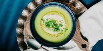 حساء الأفوكادو والزبادي في الحرارة، وصفة بسيطة