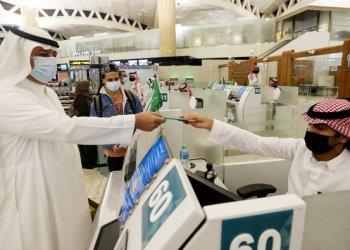 حظر الطيران في السعودية والمواطنون يعودون الى بلادهم
