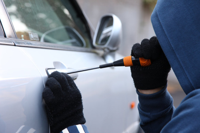 شرطة مكة تلقي القبض على 5 اشتباه في سرقة سياراتهم