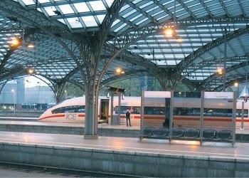 شركة السكك الاوكرانية ترسل قطارًا صيفيًا إضافيًا إلى بيرديانسك