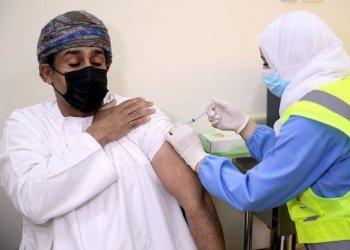 عمان تلقح ما يقرب من 2 مليون شخص ضد كورونا