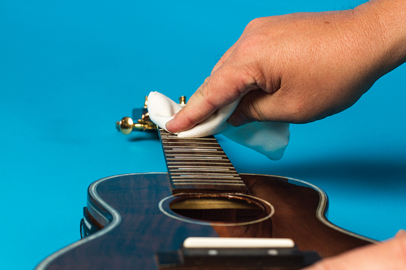 How to change ukulele strings cleaning fretboard