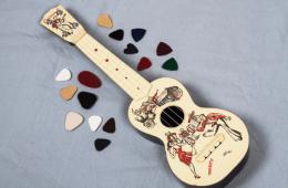 ukulele with picks