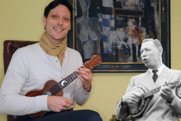 Christopher Davis-Shannon teaches George Formby Style Ukulele Strums