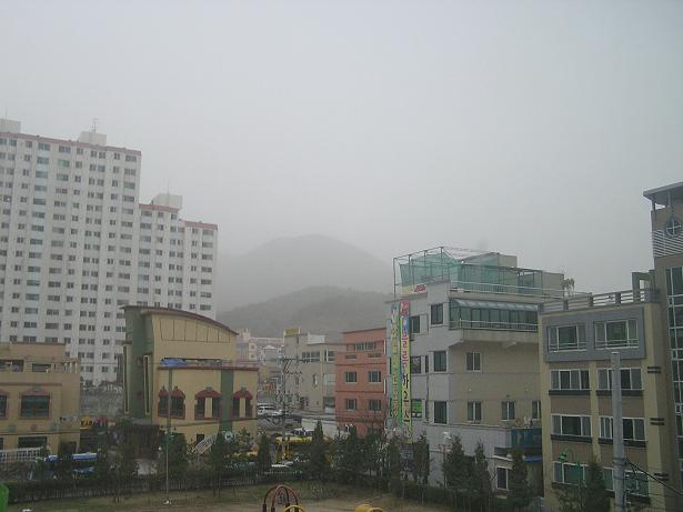 This photo was taken in the spring of 2007. I stay in most of the say thinking it was just mist. At 5pm I went out to buy groceries and nearly choked on the dust