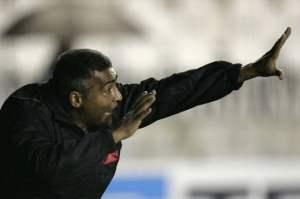 Romário era o técnico do Vasco no começo do ano. Tinha como dar certo isso?