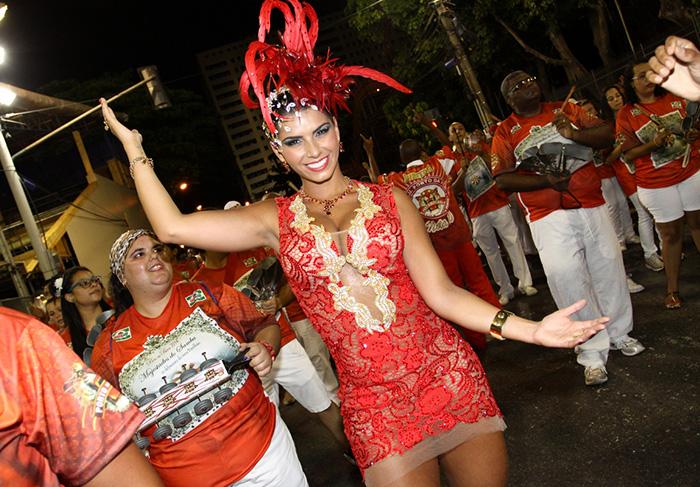 Bianca Leão, a rainha de bateria da Porto da Pedra desde 2014