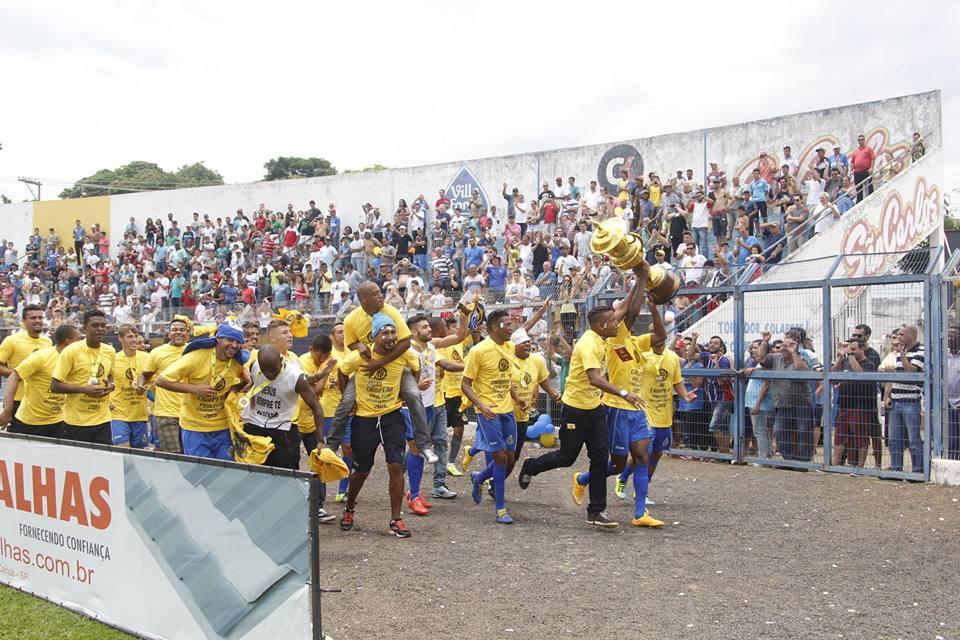 Em 10 anos de vida, é a segunda vez que o São Carlos levanta o trofeu da quarta divisão