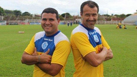 Técnico Romerito no Goianésia (dir.), junto com Nonato, ex-Bahia