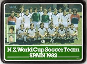Caixa de biscoito vendida na Nova Zelândia na época exibe time do Mundial de 82 (crédito: nzhistory.net)