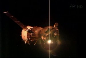 space1000Expedition_36_TMA-09M_docking_with_the_ISS_node_full_image