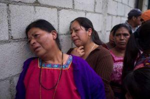 Donne in lacrime a San Jose Nacahuil