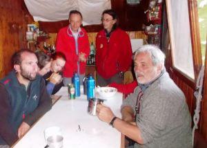Franco Guarino con geologi e speleologhi