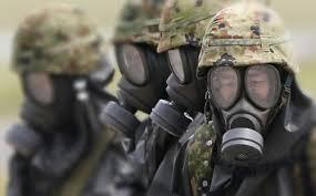 soldati con maschere