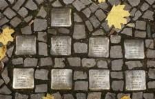 """Un puzzle della memoria per Roma con altri 15 """"Stolpersteine"""" dell'artista tedesco Gunter Demning"""