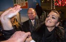 """Esordio contrastato per la coppia Toti-Pascale. In Forza Italia il nuovo duo d'attacco lanciato da Berlusconi fra applausi e repliche stizzite. E il nuovo """"consigliere politico"""" propone un governo guidato da Matteo Renzi"""