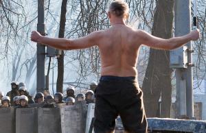 Scontri-opposizione-polizia-a-Kiev_gal_autore_12_col_portrait