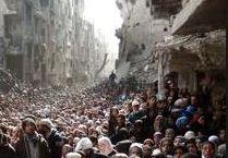 Almeno 18.000 profughi palestinesi intrappolati a sud di Damasco e circondati dai miliziani dell'Isis. Si teme un carneficina