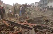 Terremoto Nepal: centinaia di migliaia in fuga da Katmandu. Ritrovati 5 italiani, ne mancano altrettanti