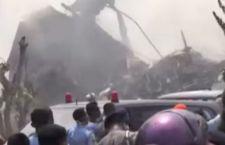 Indonesia: più di 113 le vittime per l'aereo precipitato su due case e un albergo