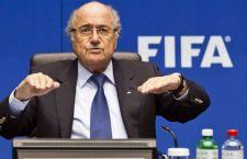 Cresce il clamore su Blatter. Dimessosi per le voci sul suo coinvolgimento nell'inchiesta calciopoli