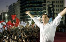 Di fronte al muro della finanza internazionale, Tsipras chiama la Grecia al referendum