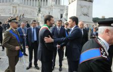 Roma vara l'ennesima giunta Marino. Tutta Pd. Renzi attende al varco
