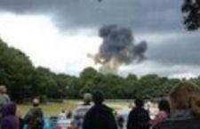 Pilota acrobatico perde la vita durante un'esibizione in Gran Bretagna