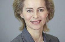 Germania: terzo ministro tedesco accusata di aver copiata la tesi di laurea. E' quella alla Difesa