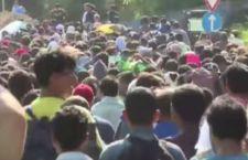 Migranti: Europa stanzia 1 mld di dollari per campi in Medio oriente. Merkel: pessimista sull'accordo