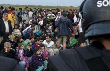 Migranti: altro naufragio in Turchia con 22 morti. Europa inoperativa. Ungheria arresta i profughi