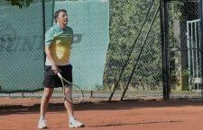 Pennetta e Vinci per la finale italiana dell'Open Usa di tennis . Renzi molla tutto per volare da loro. Un mare di polemiche