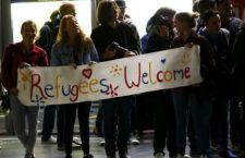 Migranti: la Germania starebbe per richiudere le frontiere, mentre tanta gente in Europa marcia a loro favore