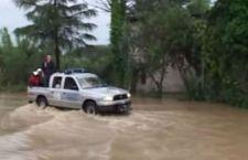 Alluvione attorno a Roma. Gente sui tetti a Tivoli. 3 morti nel Centro sud