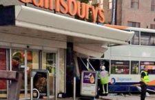 Regno Unito: bus contro supermercato a Coventry.  Morti bambino e una donna