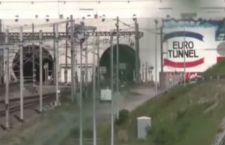 Eurotunnel: i migranti s'infilano nella galleria per arrivare oltre la Manica. Bloccato il traffico