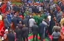 Kenya: Parlamento di Nairobi moroso. Tagliate luce ed acqua