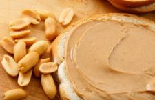 Allergia alle arachidi? Basta mangiarle da piccoli per evitarla