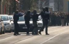 Bruxelles: scontro a fuoco. Polizia uccide terrorista. Altri due in fuga