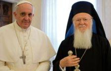 Papa Francesco a Lesbo in mezzo ai migranti con i Primate ortodossi