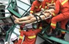 Cina. Crollo gru. Strage di operai. 18 morti