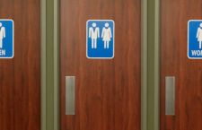 Usa: 11 stati contro Obama per i bagni transgender