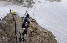 Dramma sul Monte Bianco. Bloccati in centinaia sulla funivia