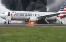 Aereo in fiamme all'aeroporto di Chicago