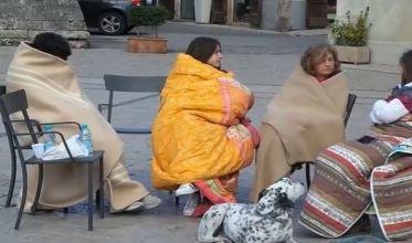 norcia-terremoto-gente-in-strada