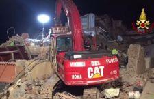 Roma: estratte morte madre e figlia dalla palazzina crollata ad Acilia