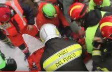 Terremoto: 9 salvati nell'albergo travolto. Altre due donne estratte senza vita