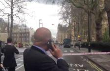 Londra: auto sulla folla davanti al Parlamento. 12 feriti ucciso un uomo