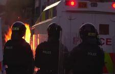 Riesplode la violenza in Irlanda del Nord