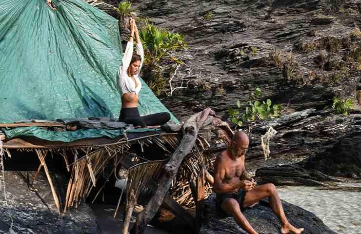 Isola dei Famosi, vietata ai minori: i naufraghi in acqua come mamma li ha fatti